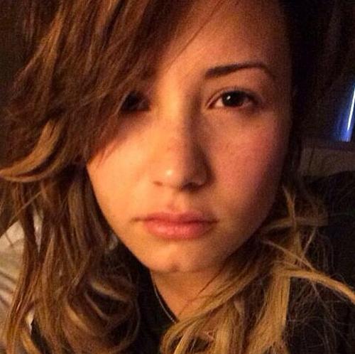 Demi-Lovato-7409-1419841603.jpg