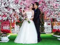 Vườn đào chụp ảnh cưới lãng mạn ở miền Tây