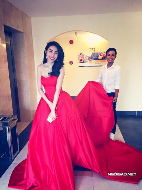 Váy cưới màu sắc của 3 cô dâu showbiz Việt