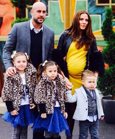 Đã có 4 đứa con với hai trai, hai gái nhưng với Pepe Reina như thế vẫn chưa đủ.