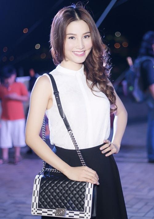 Túi Chanel Boy trở thành mẫu phụ kiện không thể thiếu của những cô nàng yêu thời trang trong làng giải trí Việt và diễn viên Diễm My 9x cũng nằm trong số đó.