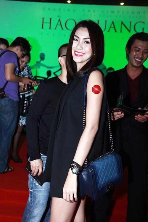Chanel Boy chiếm được cảm tình của diễn viên Tăng Thanh Hà bởi nó phù hợp với phong cách thời trang tối giản và hiện đại của cô.