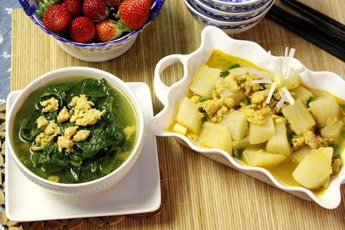 Canh rau mùng tơi và củ cải om tôm thịt là gợi ý hấp dẫn cho những người bận rộn mà lại muốn có bữa cơm tự nấu thơm ngon, tiết kiệm cùng gia đình.