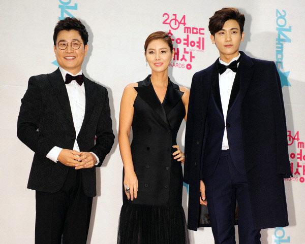 Ba người dẫn chương trình của sự kiện, Kim Sung Joo, Park Hyung Sik và Kim Sung Ryeong.