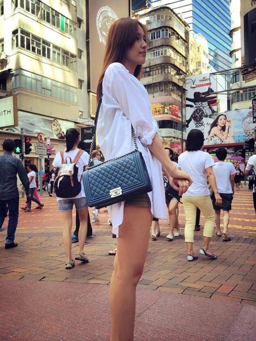"""Hoa hậu Mai Phương Thuý cũng là một trong những mỹ nhân showbiz Việt """"nghiện"""" túi xách hàng hiệu, trong năm 2014 cô cũng sắm cho mình mẫu túi được phái đẹp thế giới """"săn lùng"""" nhiều nhất."""