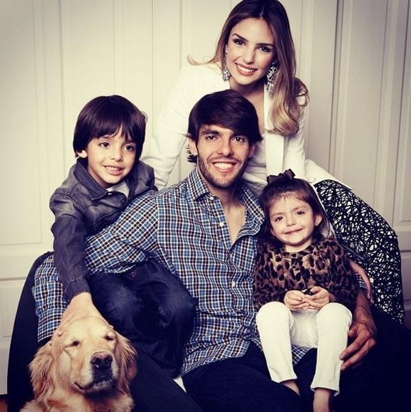 Gia đình Kaka được ca ngợi là hình mẫu, lý tưởng.