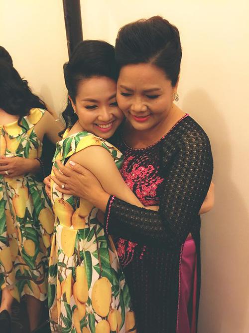 Sau đám cưới ở quê nhà hôm 27/12, chiều 31/12, Lê Khánh - Tuấn Khải đãi tiệc ở một trung tâm tiệc cưới sang trọng ở TP HCM.