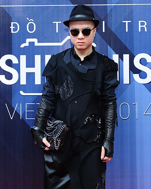 Nhà thiết kế Đỗ Mạnh Cường cũng góp mặt tại chương trình với vai trò thành viên ban giám kháo.
