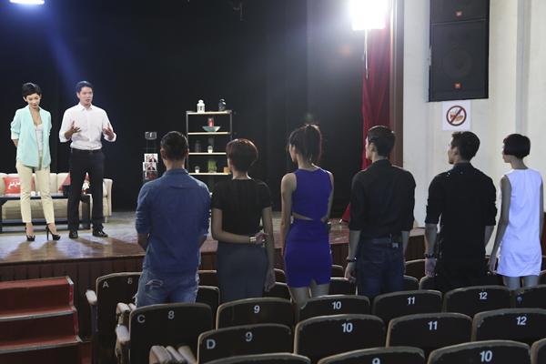 Top 6 Vietnams Next Top Model 2014 được đưa đến sân khấu kịch Idecaf để tham gia một thử thách diễn xuất, khá bất ngờ khi giám khảo Xuân Lan công bố thử thách này họ sẽ được nam diễn viên, người mẫu Bình Minh giao cho một kịch bản vô cùng thú vị về một cậu chuyện tình đầy lãng mạn.