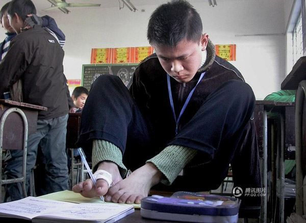 A photo taken in 2005 at Hu's high school shows him doing homework while his classmates are playing around.