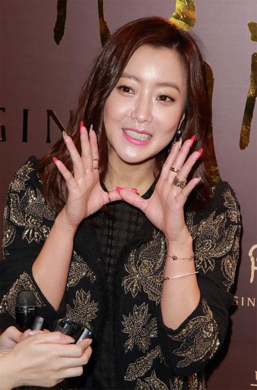 kim-hee-sun-1-1438-1420598241.jpg