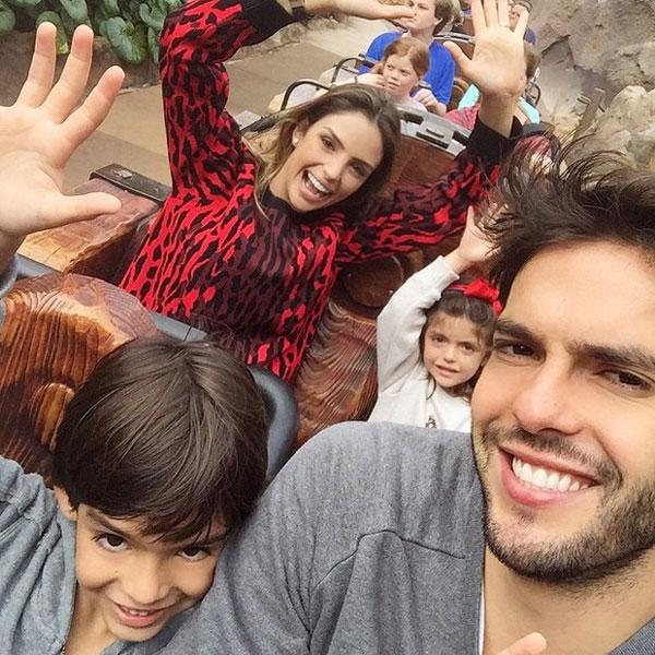 Gia đình hoàn hảo của Kaka tái hợp khiến các fan rất vui mừng.