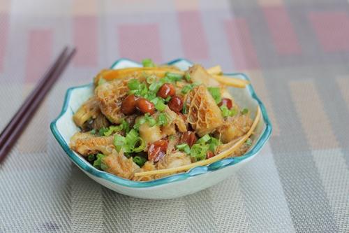 Món ăn dân dã của người dân xứ Quảng Nam vừa hợp túi tiền mà nguyên liệu lại có sẵn, rất thích hợp để trổ tài chiêu đãi gia đình.