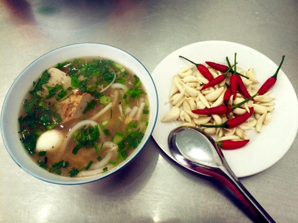 Bánh canh ăn bằng thìa ở Quy Nhơn.