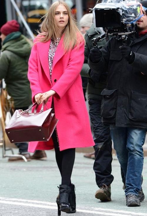 Cara-Delivigne-pink-coat-e1382-3963-4591