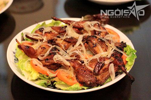 Thịt chim thơm phức, vàng ươm, dùng làm món nhắm hoặc ăn cùng cơm nóng đều ngon tuyệt cú mèo.
