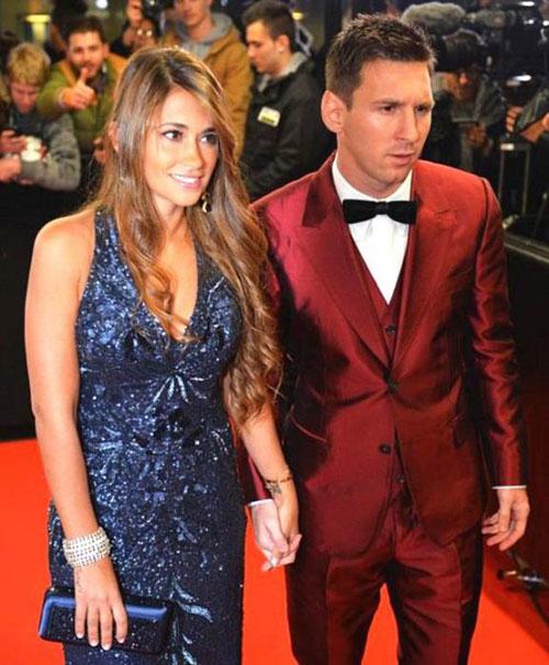 Năm ngoái, ngôi sao người Argentina còn chọn vest màu đỏ nổi hơn