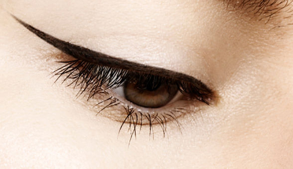 winged-eyeliner-main-article-n-7721-7714
