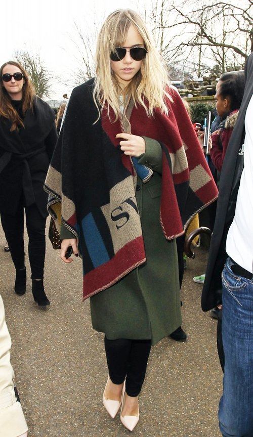 suki-waterhouse-burberry-monog-6253-5808