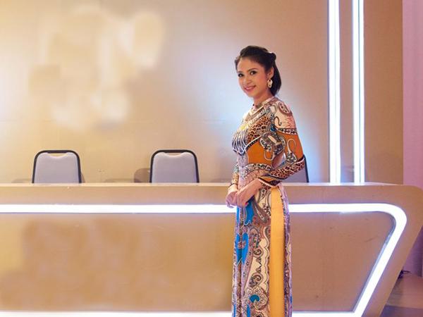 [CaptionViệt Trinh cho biết, chị đến với vai trò ban giám khảo lần này khá đặc biệt và chị sẽ dành những nhận xét khách quan bằng cảm nhận của một người nghệ sĩ qua các tác phẩm mà thí sinh trong chương trình đã thể hiện.