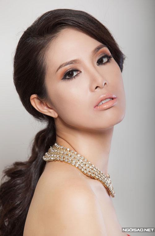 Học cách make-up kiêu sa, đài các như Á hậu Quý bà Ngân Hà