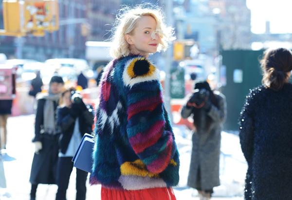 Đối với những cô nàng sành điệu, áo lông là trang phục không thể thiếu trong mùa đông giá lạnh. Đặc biệt trong những ngày đại hàn, bên cạnh việc mang lại sự sang trọng và sành điệu áo lông còn có khả năng giữ ấm cao.