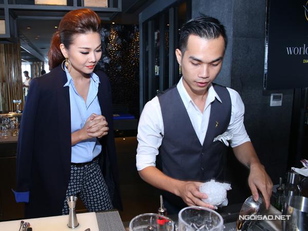 Bartender le Thanh Tung Theo Dõi Anh Lê Thanh Tùng