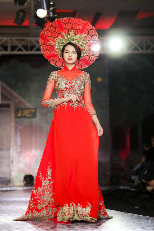 Diễm Châu kết hợp áo dài cưới với khăn đóng độc đáo