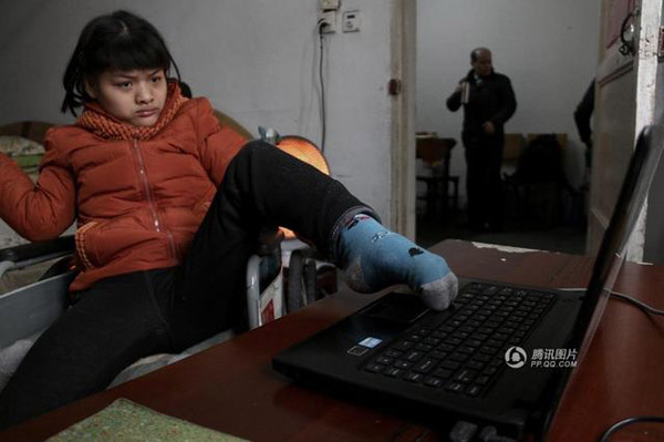 Hu Huiyuan was born prematurely in an Anhui hospital, where doctors had predicted that she wouldn't make it. Miraculously, Hu survived, but was diagnosed with cerebral palsy just 10 months after her birth, China Youth Daily reports.