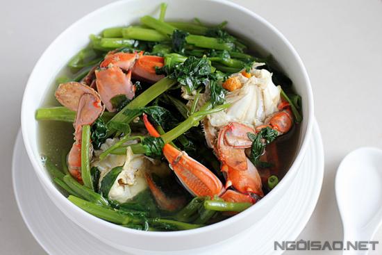Món canh hấp dẫn với màu xanh của rau muống điểm xuyết thêm màu đỏ của ghẹ cùng vị ngọt thanh tự nhiên ngon và lạ miệng.