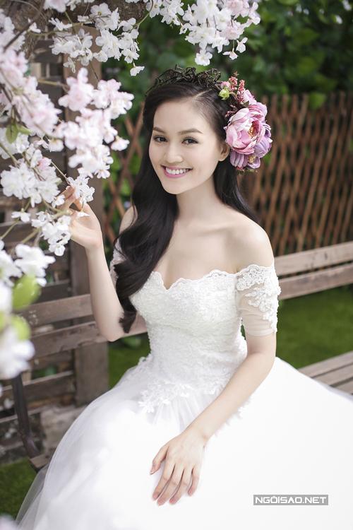 Make up và chọn váy cưới đẹp như Hye Trần
