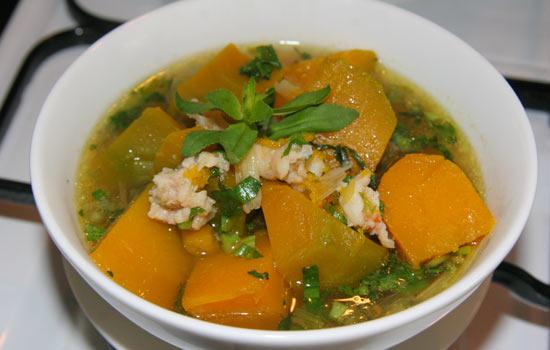 Vị bùi bùi của bí, vị ngọt của tôm cùng hương thơm của ngò ôm mang đến hương vị thơm ngon, hấp dẫn cho bữa cơm gia đình.