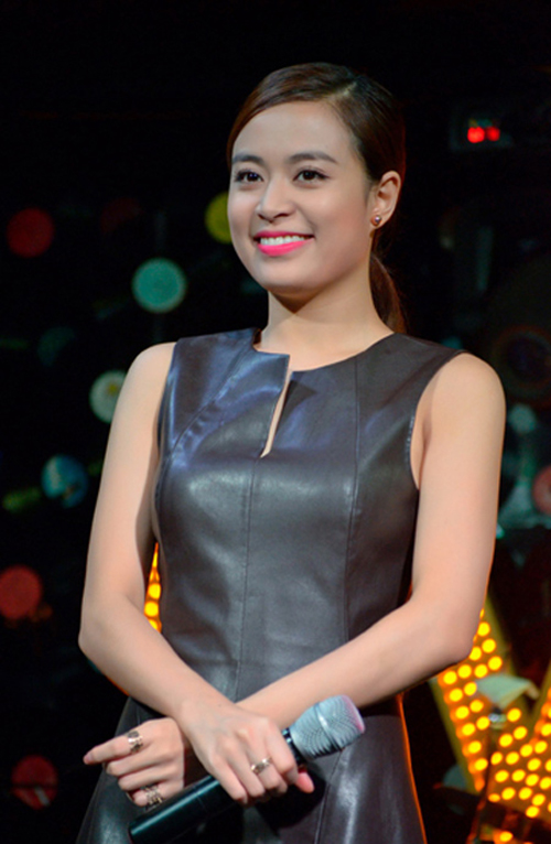 Hoang-Thuy-Linh-5169-1422263486.jpg