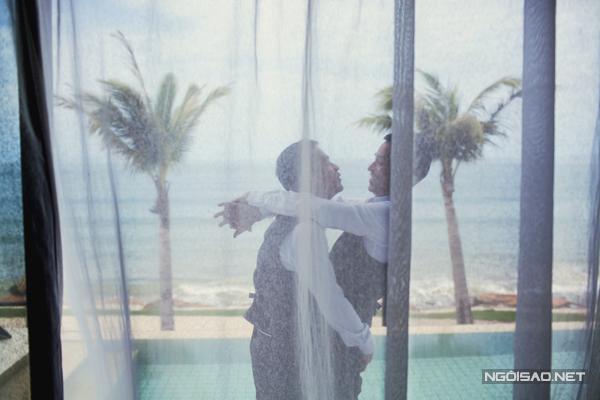 Ngay sau khi hình ảnh về đám cưới được tiết lộ, nhà thiết kế Adrian Anh Tuấn đã giành được nhiều sự quan tâm của đông đảo độc giả bởi đây là đámn  cuuwow