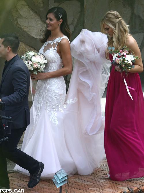 Váy cưới tự thiết kế của sao truyền hình thực tế