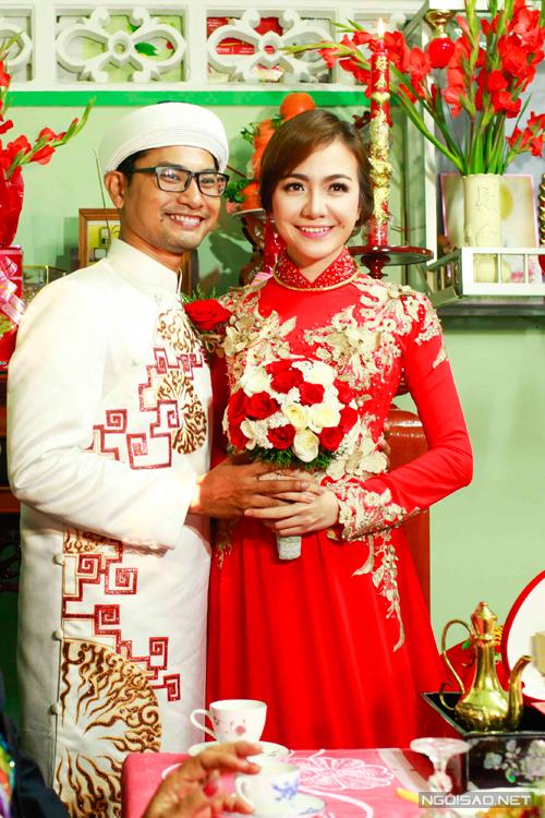Huỳnh Đông, Ái Châu mặc áo dài cưới đồng điệu