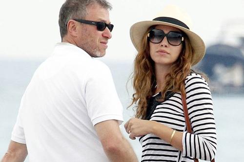 Ông chủ Chelsea từng bí mật cưới bạn gái kém 15 tuổi