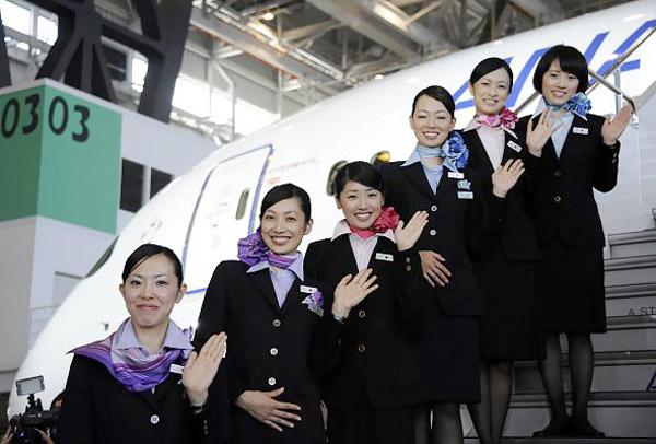 Tiếp viên Nhật 'qua đêm' với phi công để kiếm thêm