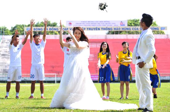 Đôi uyên ương cũng vừa hoàn thành việc chụp ảnh cưới ở Long Xuyên.
