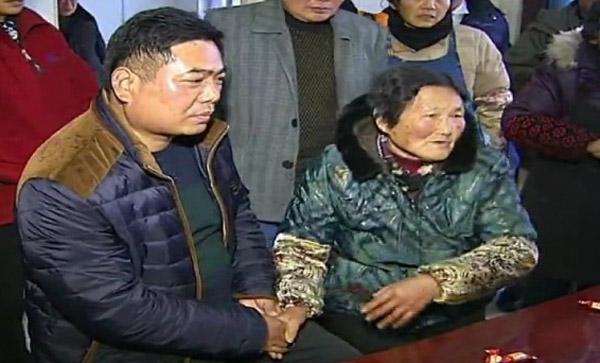 Mẹ con đoàn tụ sau 47 năm thất lạc