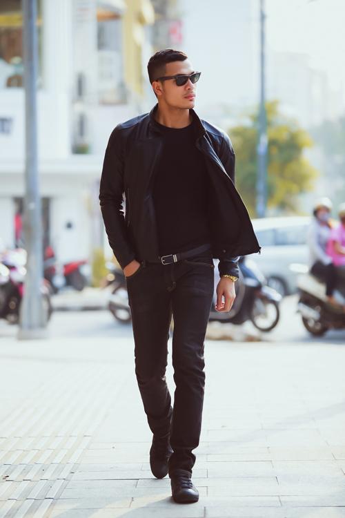 Xuất hiện trong bộ ảnh thời trang là người mẫu Tuấn Việt, theo anh màu đen là gam màu không bao giờ lỗi mốt và luôn giúp các chàng trai tôn nét nam tính.