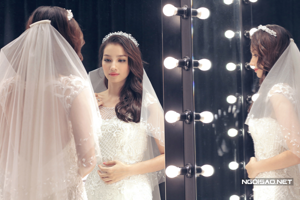 Trúc Diễm thử váy và áo dài cho hôn lễ