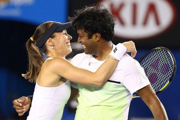 Hôm qua, Martina Hingis và người đánh cặp Leander Paes (Ấn Độ)
