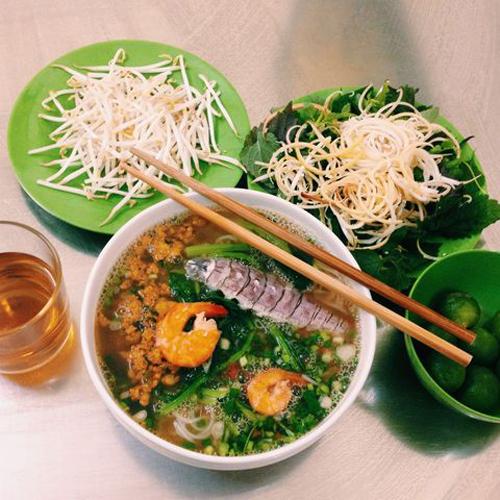 Bún hải sản Thái ở 125 Tô Hiệu, giá 30.000 đồng/bát.