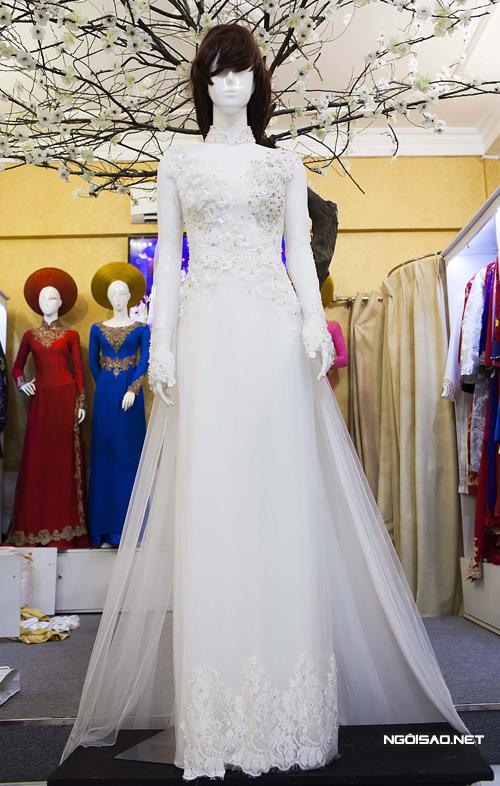 Áo dài cưới cầu kỳ của Trúc Diễm