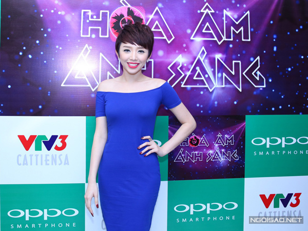 Ở hậu trường, Tóc Tiên đã sẵn sàng cho đêm thi thứ ba với chủ đề 'Cuộc sống mới, kỷ nguyên mới'.