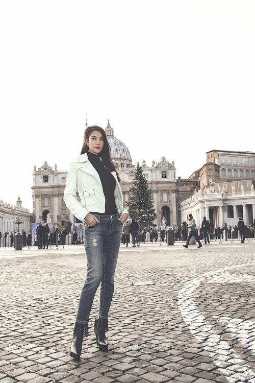 [Caption]Được biết, để thực hiện bộ ảnh này, ê kíp đã phải trầm mình trong tiết trời -5 độ C của thành Rome. Đây có lẽ là bộ ảnh thời trang vất vả nhất của tôi, nhưng  cũng vì thế mà nó đong đầy kỷ niệm, Trương Ngọc Ánh chia sẻ.