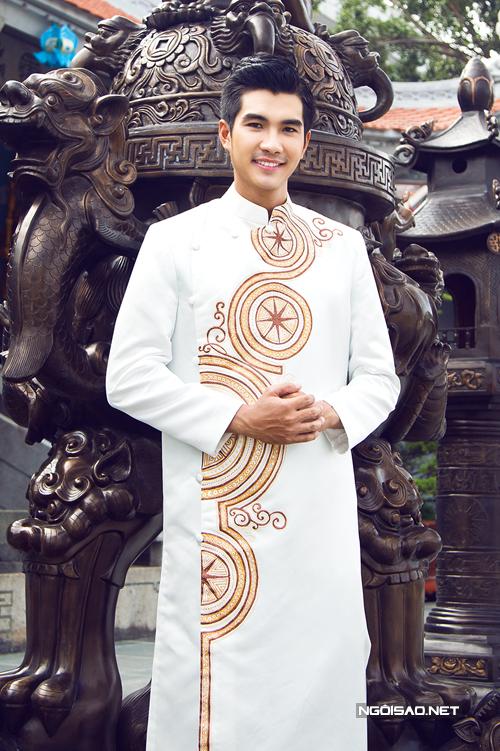 Áo dài chú rể trang nhã cho lễ cưới ở chùa