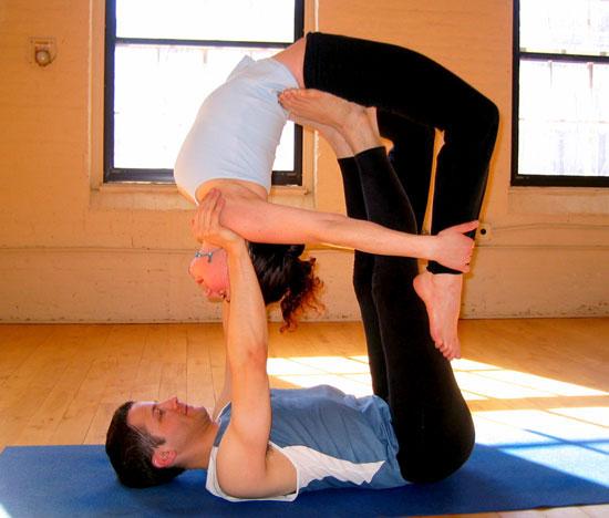 Những tư thế yoga đôi đẹp mắt