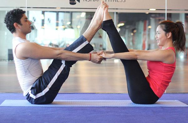 Yoga hâm nóng tình cảm mùa Valentine